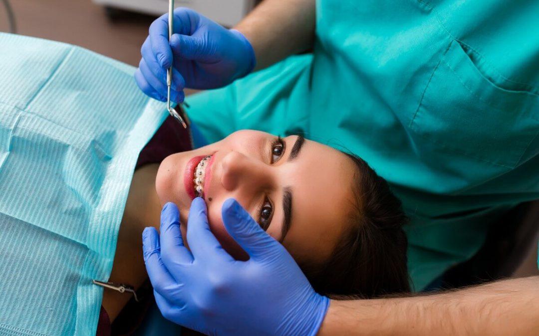 Aliviar el dolor tras ajustar la ortodoncia